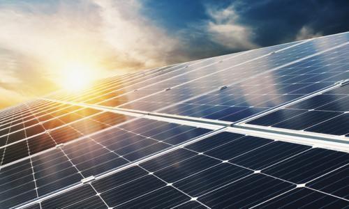 Aurinkopaneelit.